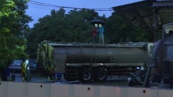工具掉進水肥車槽內 2工人下槽撿拾暈倒送醫