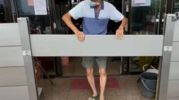 基隆民眾家門前加裝防水閘門 怕颱風大淹水