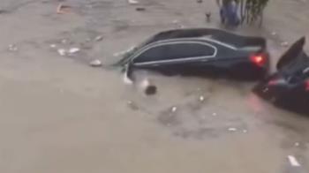 暴雨狂灌!鄭州隧道淹沒「多人掙扎」 白衣男跳水連救5人
