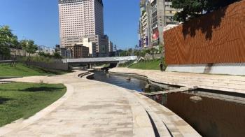 台中賓士颱風夜墜6米深柳川 駕駛離奇失蹤