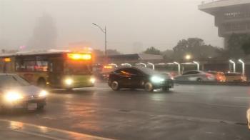 西南風強襲!中南部雨彈狂轟 專家:雨勢至少持續1星期