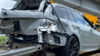 天雨路滑國道轎車失控 內側打滑撞外側護欄