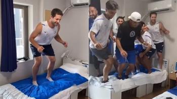 東奧紙板床防連結 運動員床上「多人狂搖片」流出