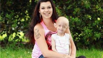 才18歲卻有144歲身體 罕病少女臨終前緊握母親手:妳必須讓我走