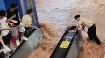 暴雨狂襲廣州!地鐵站突湧泥流 乘客嚇壞站電扶梯躲水