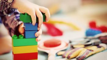 4歲弟被阿嬤哄睡「離奇消失」 最後在玩具箱內發現屍體