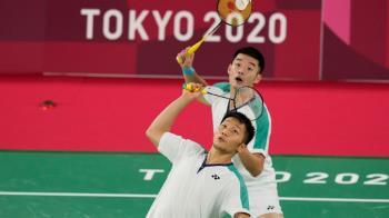 「麟洋配」擊敗中國!台灣羽球史上第一面金牌 王齊麟打到斷線換拍