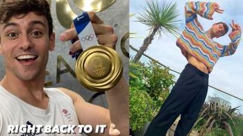 英國跳水天菜DIY袋子裝金牌 坐觀眾席編織萌樣全被拍