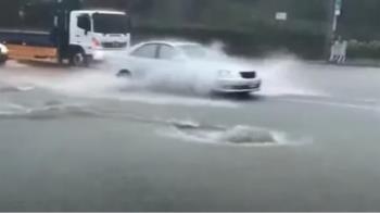 台南下大雨多處積水 小東路地下道緊急封閉