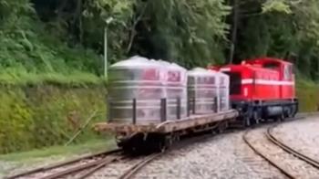 強降雨水管破裂沒水! 阿里山林鐵變身水車神救援