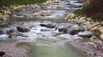 溪邊玩水吵到祂!正妹回家發燒被壓脖 求三太子2次才脫身