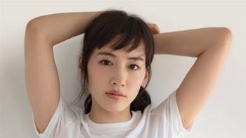 快訊/36歲綾瀨遙確診新冠肺炎 呼吸困難急送醫