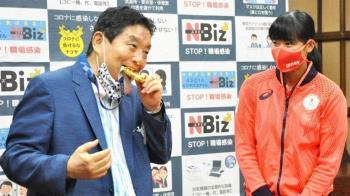 亂咬奧運女選手金牌遭炎上 名古屋市長1日傳確診