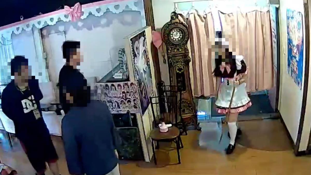 [新聞] 台北男闖咖啡廳!女僕立牌秒變「無頭屍」 他竟喊:上帝要我