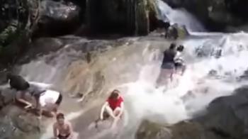 13秒滅頂!秘境瀑布變恐怖山洪 一家3口沖走瞬間曝光