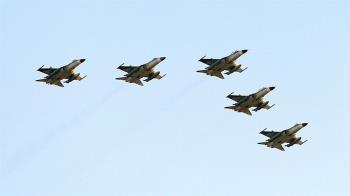 國慶空中兵力預演 44架12型機飛越總統府