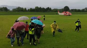 10大3小宜蘭石門溪野營 遇溪水暴漲困4天…直升機救出