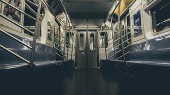 20歲人妻遭8男集體洩慾 尪火車上全程目睹崩潰