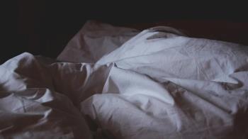72歲翁揪2嫩妹激情嗨玩 辦事完猝死社區