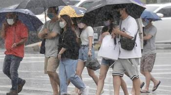 東北風增強!7縣市大雨特報 入夜轉涼驟降7度