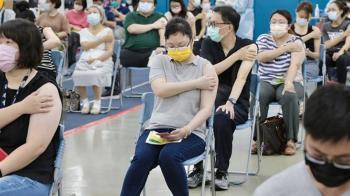 熟齡人打BNT也會頭痛發燒 專家揭副作用原因