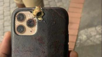 大老闆電話講一半遭開槍爆頭 iPhone擋下子彈救命