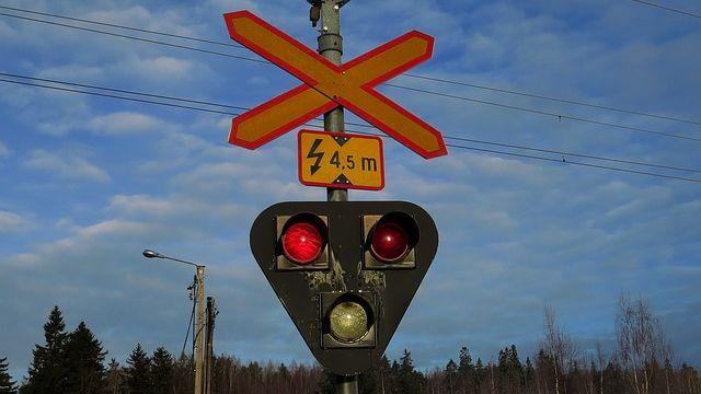 1天3軌道事故 危險6平交道地方不准封