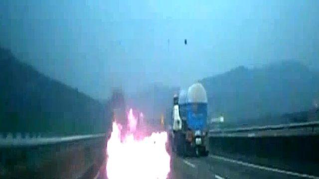 國道驚悚火燒車 吞噬瞬間火舌駭人