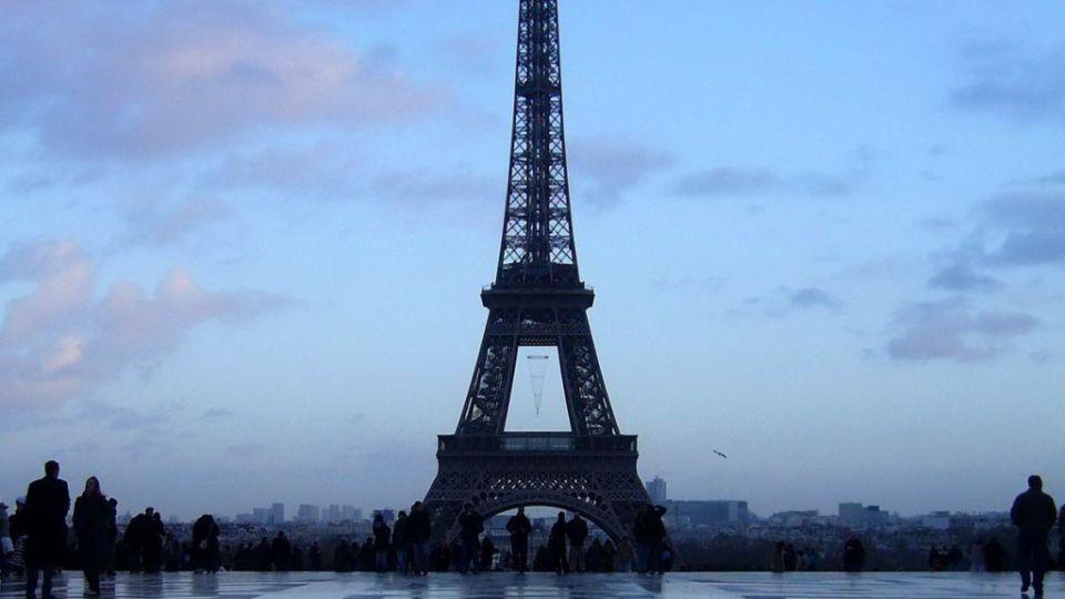 巴黎大屠殺 艾菲爾鐵塔熄燈悼亡者