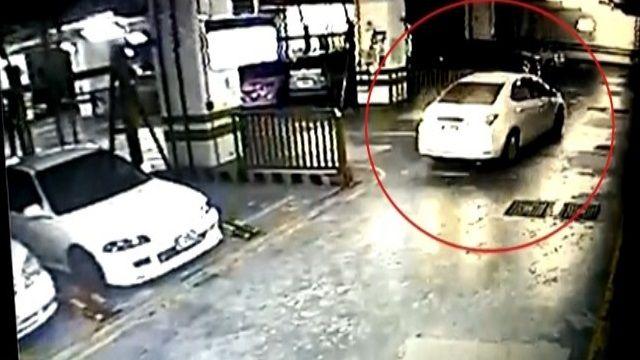 比丘尼倒車連撞!僅下車看就「離開」
