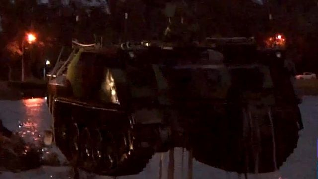 裝甲車衝太湖釀2死 家屬質疑延誤報案