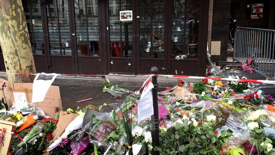 與巴黎同哀 瑪丹娜、小賈斯汀落淚