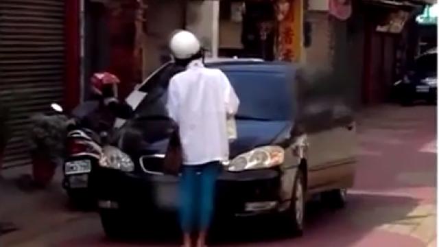 彰化「路霸姐」出沒 馬路中間肉身擋車