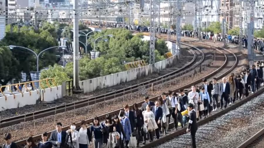 日本JR列車斷電 5千人受困影響15萬人