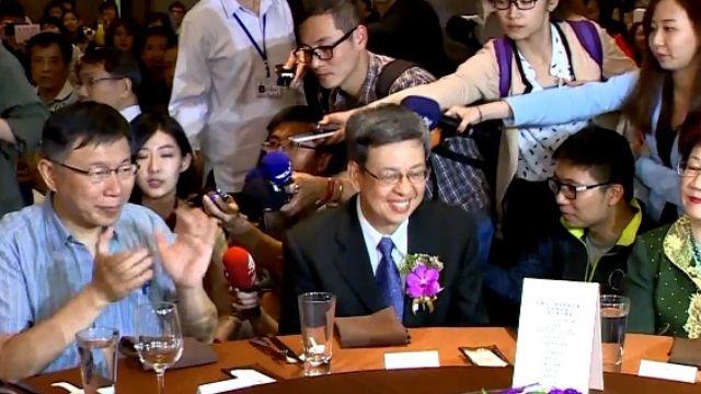 同台陳建仁 柯P尷尬:我們是老朋友了