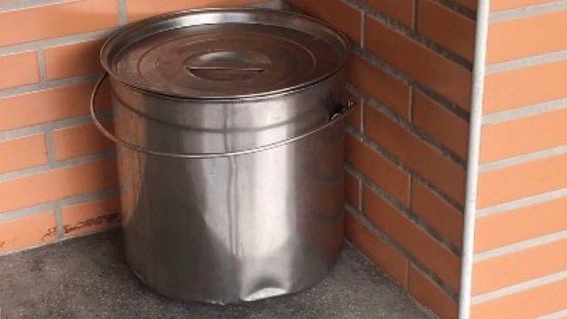 沸湯桶放教室外走廊 學童碰撞跨下遭燙傷