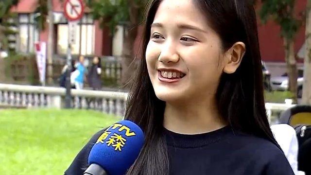 侯導.郭天王旁是她 「補位妹」靚翻金馬