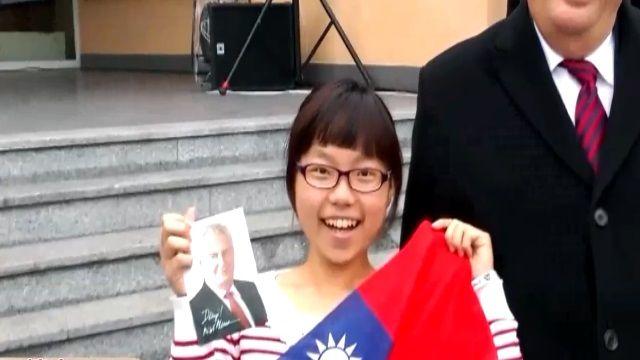 捷克總統vs滿地紅國旗 媒體選擇了...她