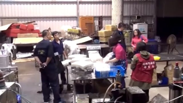 超噁! 食品工廠藏廢棄加油站 機具浮油泛黃
