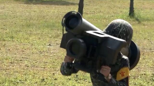 小隻女扛25KG武器!  首女標槍飛彈射手