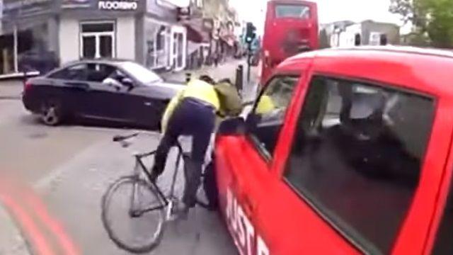 爭議!擦撞小黃單車慘摔 誰對誰錯?