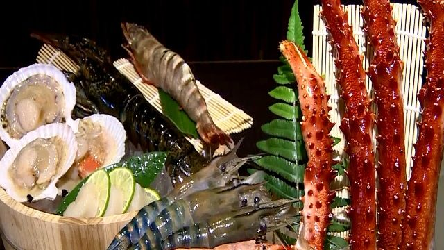 新鮮吃到飽!水族箱搬上桌 大啖龍蝦