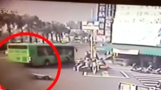 66歲婦遭公車輾爆頭 女駕駛驚嚇崩潰