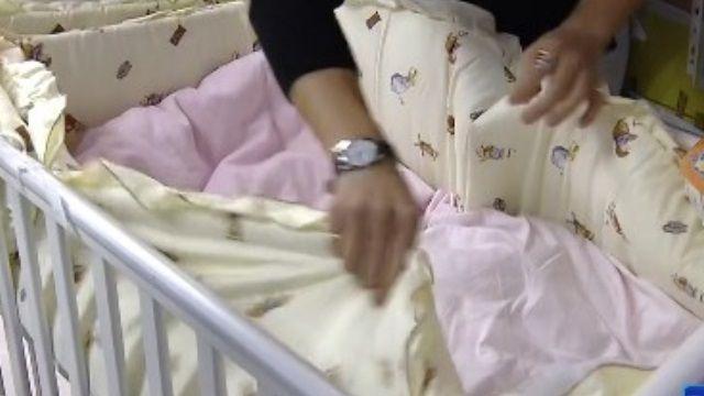 嬰兒「防撞床圍」不防撞? 美醫界籲禁用