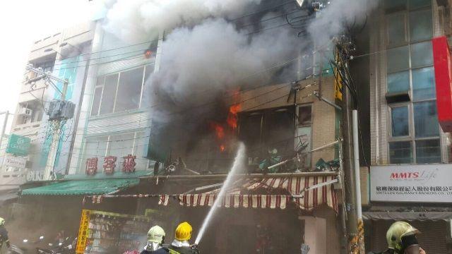 嘉市文化路大火  三人獲救 火勢已控制