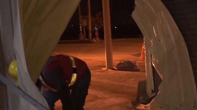 酒駕失控撞進鐵皮屋 駕駛乘客困車內