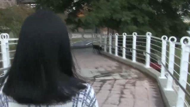 步步驚心!河濱公園遇怪客 詭異微笑逼近