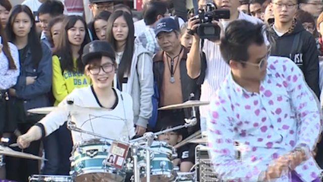超紅!街頭藝人羅小白 打鼓紅到泰國