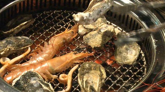 標榜「海鮮吃到飽」!殼類、蝦類通通有