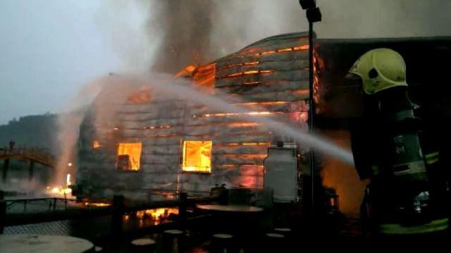 惡火吞宜蘭大湖風景區 販賣部燒光光